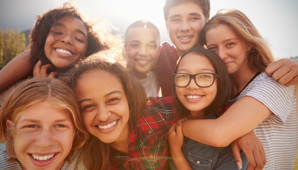 Ungdommer har en egen evne til å ta i bruk språket på nye måter. Det bidrar til en levende språkutvikling, mener språkforsker. Illustrasjonsfoto: Shutterstock/NTB Scanpix