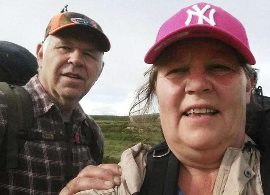 Tok steget: Ingun og Bent Vidar er i dag veldig glade for at de tok det store steget med å flytte fra alt og alle i Aurskog-Høland, og bosette seg på hytta i fjellet. Der nyter de pensjonistlivets beste dager med masse tur, jakt og fiske. Foto: Privat