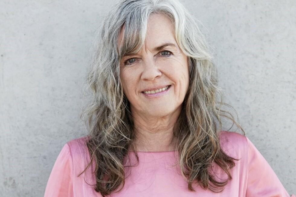 <strong>EROTIKK HELE LIVET:</strong> Berit Hedemann (71) debuterte som romanforfatter og dramatiker etter pensjonsalder. I romanen Bjørnejegerskens bekjennelser, er en aldrende kvinnes seksualitet sentral. Foto: Julie Pike/Gyldendal