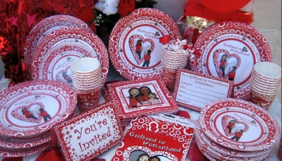 Jepp, alt kan kjøpes. Nå også papptallerkner, servietter og invitasjoner til pubertetsfest. Foto: Mypubertyparty.com