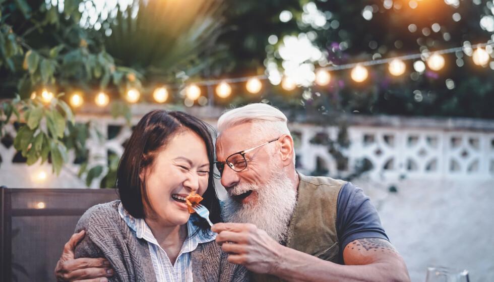 ALDER PÅVIRKER LYKKEFØLELSEN: En studie viser at det er to faser i livet vi mest lykkelige. Illustrasjonsfoto: Shutterstock/NTB