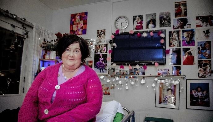 HYLLET: Christine Koht på Sunnaas sykehus. Den populære NRK-profilen har fått en rekke priser for sin åpenhet om kreften. Da hun ble oppblåst i ansiktet grunnet kortisonbehandling, valgte hun å vise seg fram offentlig i stedet for å grue seg til å treffe folk. Foto: Tor Lindseth / Se og Hør