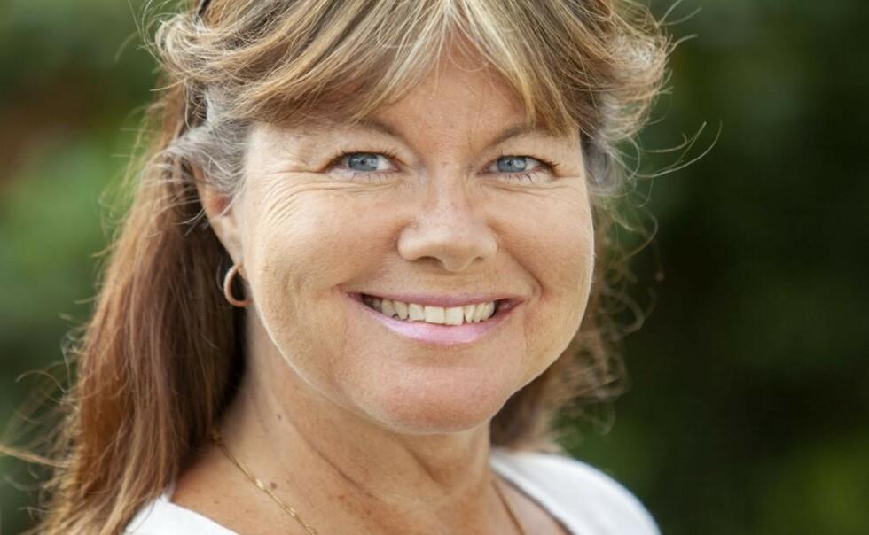 Marlene Rindå Jikita var 43 da hun oppdaget at det ikke var øynene som gjorde at hun så dårlig - det var de tunge øyelokkene. Foto: Mats Fogeman