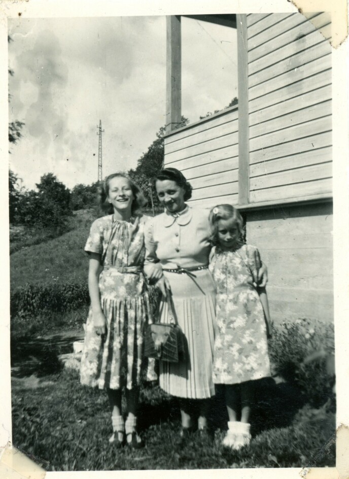 <strong>NÆRMESTE FAMILIE:</strong> Her er Solveig Olsen (til høyre) sammen med storesøster Astrid og mor Hildur. Foto: Privat
