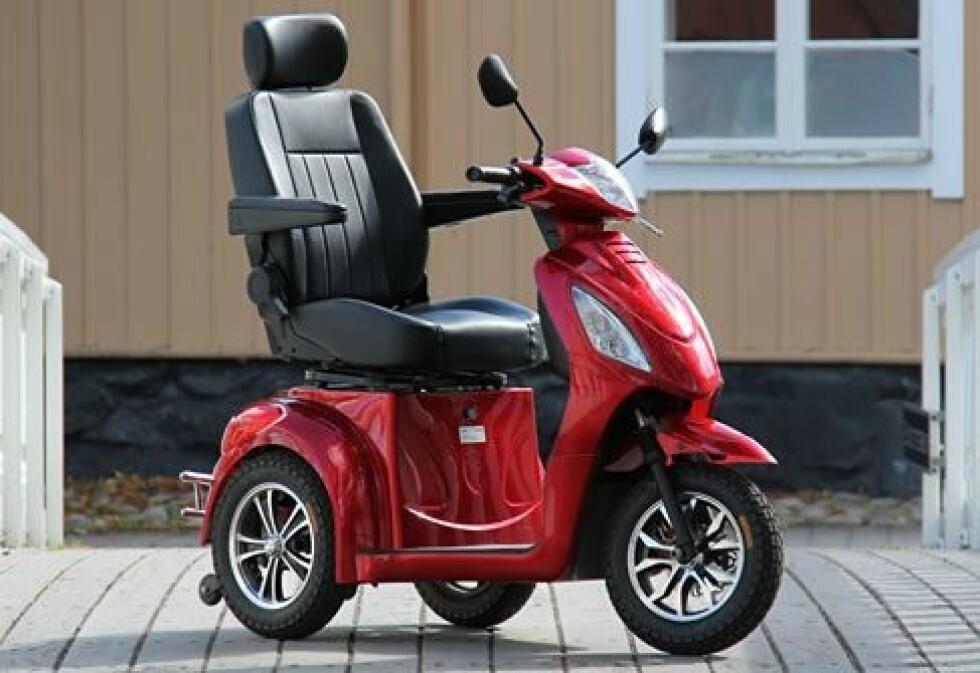 ALTERNATIV? Denne elektriske scooteren har en maksfart på 10 kilometer i timen og en kjøredistanse på 60 kilometer. Foto: Seniorscootere.no