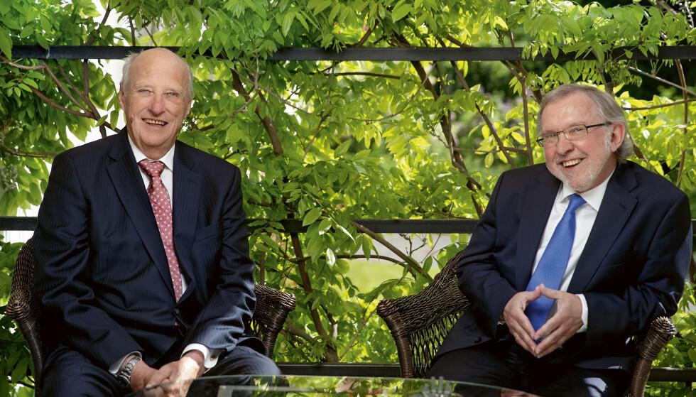 SAMTALER: I halvannet år samtalte kong Harald med forfatter Harald Stanghelle. Stanghelle forteller om mye latter under samtalene. Foto: Agnete Brun.