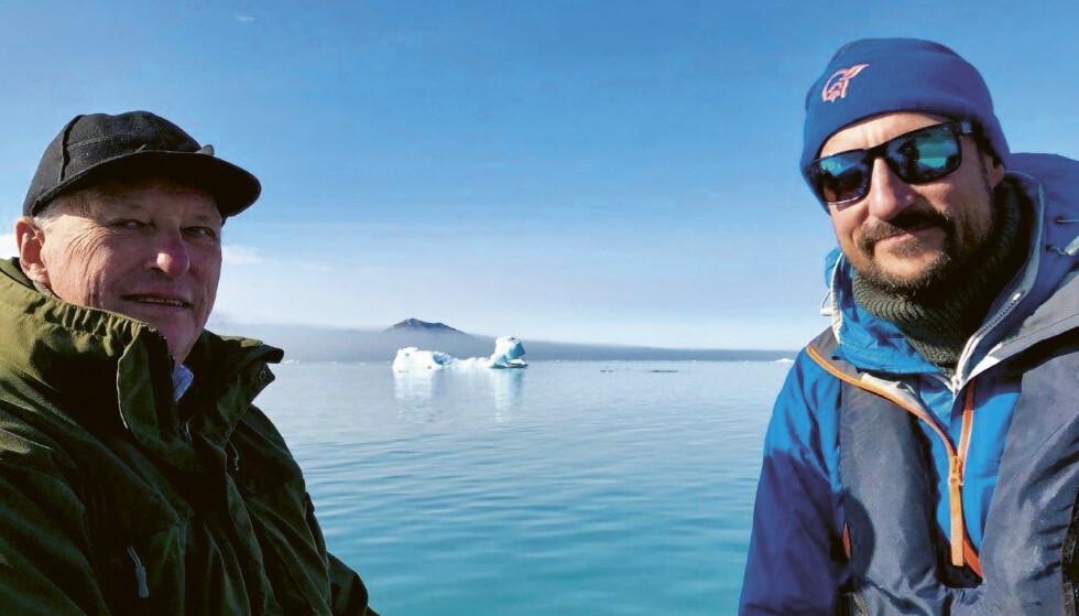 SVALBARD: Kong Harald og kronprins Haakon på Svalbard. Foto: Dronning Sonja