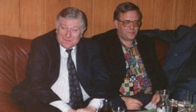 LURING: Tore Jan Nilsen (til venstre) beskrives som en dyktig sjakkspiller og som en luring av de som kjente ham. Her er han fotografert sammen med kameraten Erling Kristiansen. Foto: Privat