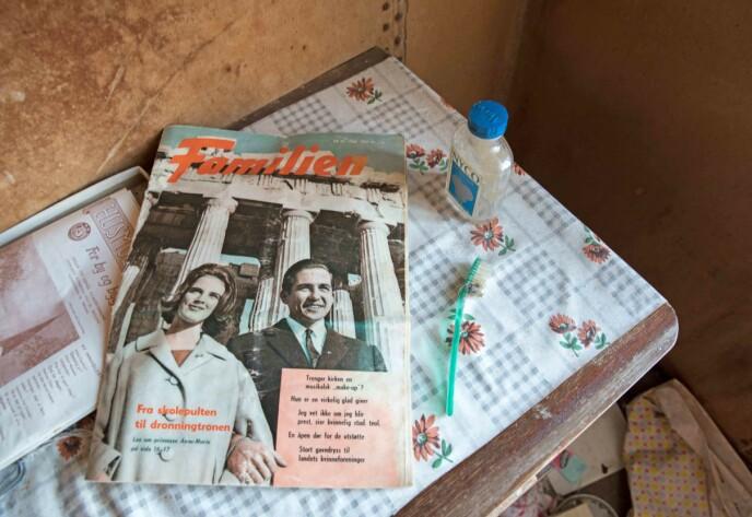 FAMILIEN: En gammel utgave av bladet Familien ligger igjen på en blomstret duk. Foto: Britt Marie Bye