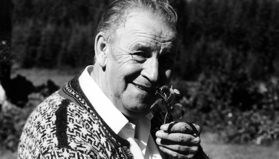 ROMJULSDRØM: Du trenger ikke være fire år i romjula for å ha et forhold til Alf Prøysens diktning. Her er han fotografert i august 1967. Foto: Ivar Aaserud/NTB