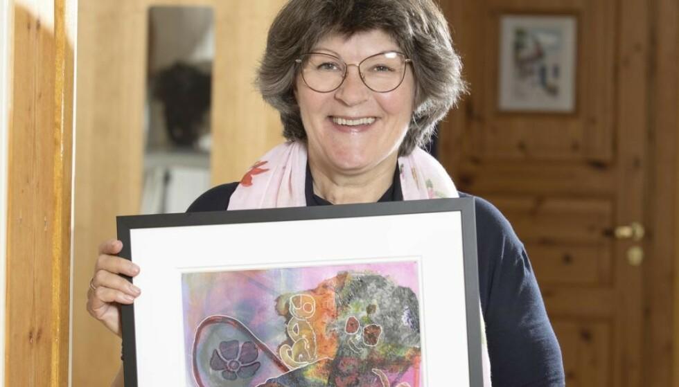 FARGERIK: Nina Laudal bruker farger som inspirasjon. Hun maler og blir i godt humør av å omgi seg med en fargesprakende palett. Foto: Ellen Jarli