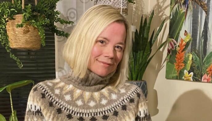 CORONAKARANTENE OG DORULLDILLE: Trine Camilla børstet støv av gamle kunster fra forminstimene da Norge stengte i mars. Foto: Privat