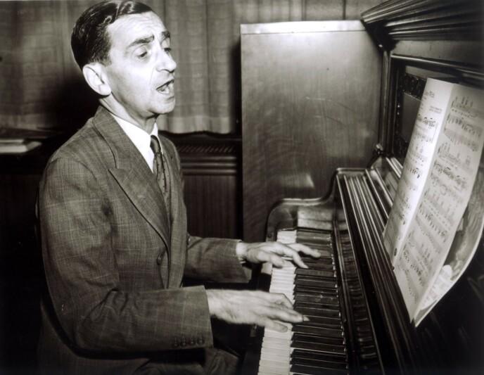 KLASSEREISE: Irving Berlin var den russisk-fødte jøden som sto bak flere hits som berørte amerikanernes hjerter. Den største av dem var julesangen «White Christmas». Foto: Moviestore REX NTB