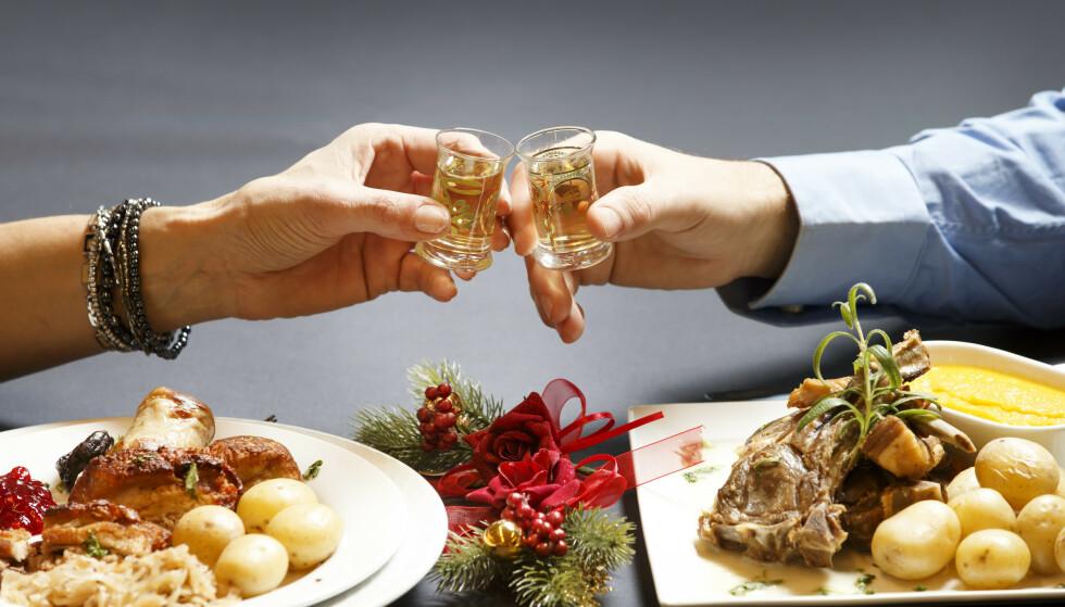 GODT MEN LITT RART: Tradisjonell norsk julemat, står det notert i bildeteksten til dette illustrasjonsbildet. Må ha det, bare må ha det - ellers blir det ikke jul, men kan vi se litt nærmere på disse juleskikkene våre? Foto: Gorm Kallestad/NTB