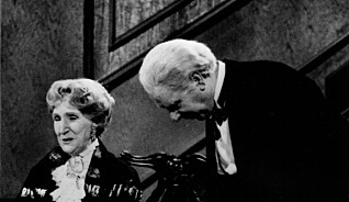 Full hovmester og en dubbet Askepott - slik ble julas TV-tradisjoner til