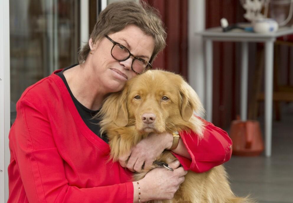 UFORBEREDT: – Jeg har aldri hatt psykiske problemer, og derfor var jeg helt uforberedt på at jeg skulle bli mentalt syk, sier Solvår. Hunden Buster har vært en god venn. – Han er en god terapeut. Foto: Ellen Jarli