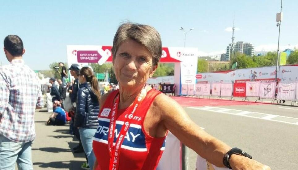 FLERE LØP: Vera Nystad løper flere maratonløp i året. Her er hun fotografert i forbindelse med maratonløp på Gran Canaria. Foto: Helge Nystad