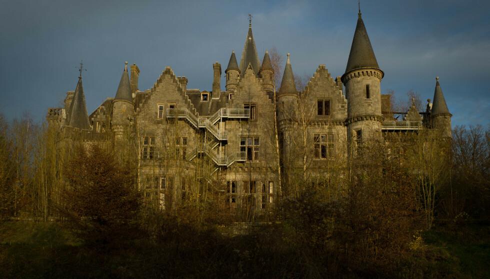 FANTASTISK OG TOMT: Château Miranda i Belgia ble stående forlatt i mange år og ble til slutt revet for noen år siden. Foto: Wikimedia Commons Nik Gaffney