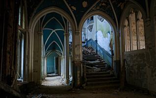 Her er slott og herskapshus forlatt og overlatt til naturen