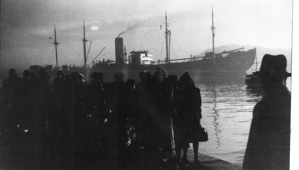 DYSTER SKJEBNE: 26. november 1942 ble 532 norske jøder fraktet med skipet Donau til utryddelsesleirene i Tyskland og Polen. Blant dem var Sara, Benzel, Isak og Harry Braude. Dette er et unikt og historisk bilde tatt fra den fatale november-dagen. FOTO: Georg W. Fossum / NTB