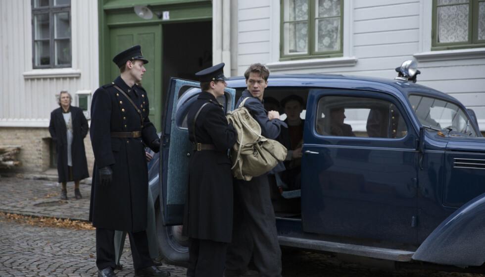 BLIR FILM: Skuespiller Jakob Oftebro har rollen som Charles Braude i filmen «Den største forbrytelsen», som har premiere 1. juledag 2020. FOTO: Fantefilm / Nordisk film