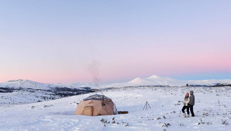 ARCTIC DOME: Fjell og vidde og snø ute, varmt og godt og tapas inne. Og utsikt over Rondane og Dovrefjell. En virkelig luksus-nær-naturen-opplevelse! Foto: Torild Moland