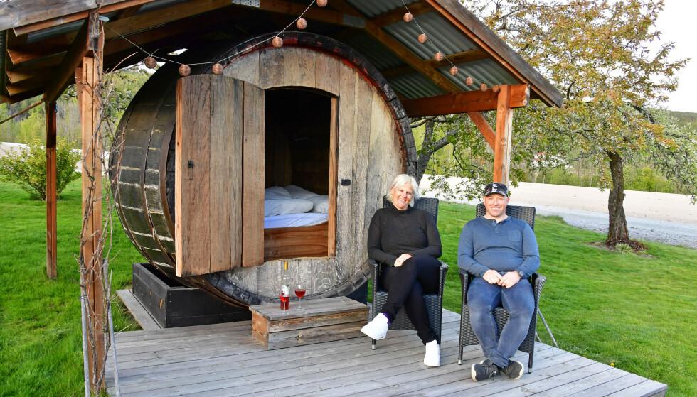SOV I EN VINTØNNE: Lerkekåsa er verdens nordligste vingård med overnattingstilbud. Foto: Torild Moland