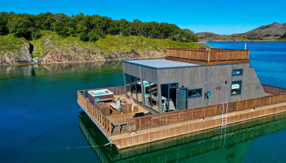 HELGELAND HAVHUS: Husbåtene til Helgeland Havhus er ankret opp i et av Norges beste områder for kveitefiske. Fiskeutstyr følger med. Og boblebad - for dem som synes badevannet i Nord Norge er litt kaldt. Foto: Ronny Frimann