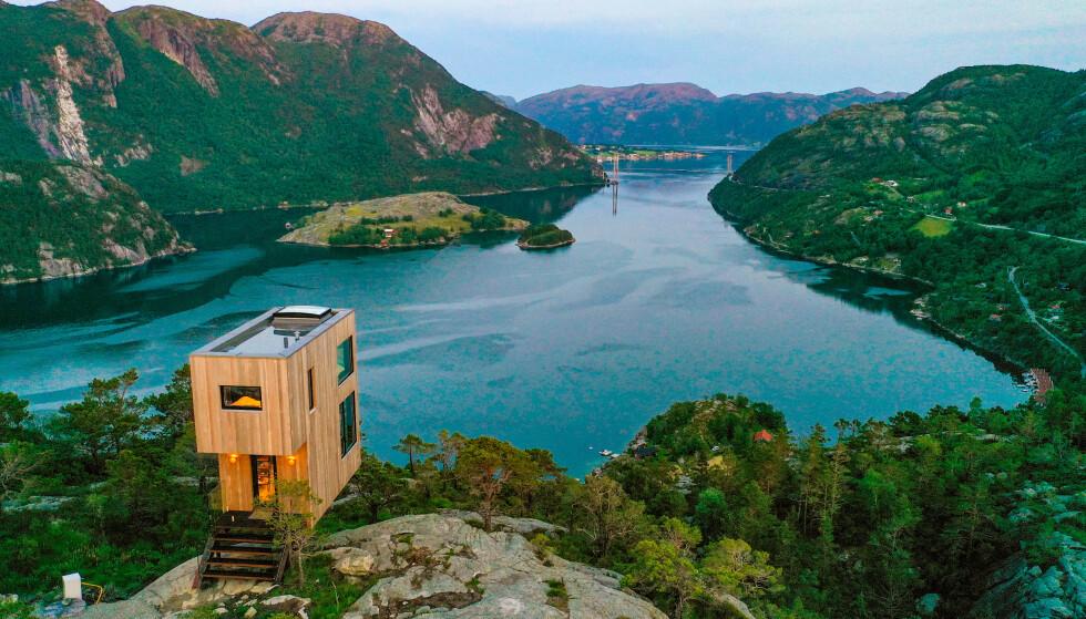 THE BOLDER: Har du høydeskrekk, er kanskje ikke dette drømmen. For alle oss andre er det en mulighet til å sveve over Lysefjorden i et hus bygget på stylter. Foto: Ronny Frimann