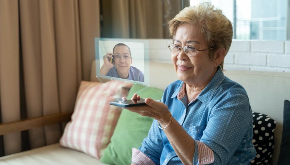 VIRTUELT BESØK: Kan et hologram døyve savnet av familien i perioder vi ikke kan møtes fysisk? Teknologien er allerede på plass. Foto: Shutterstock/NTB