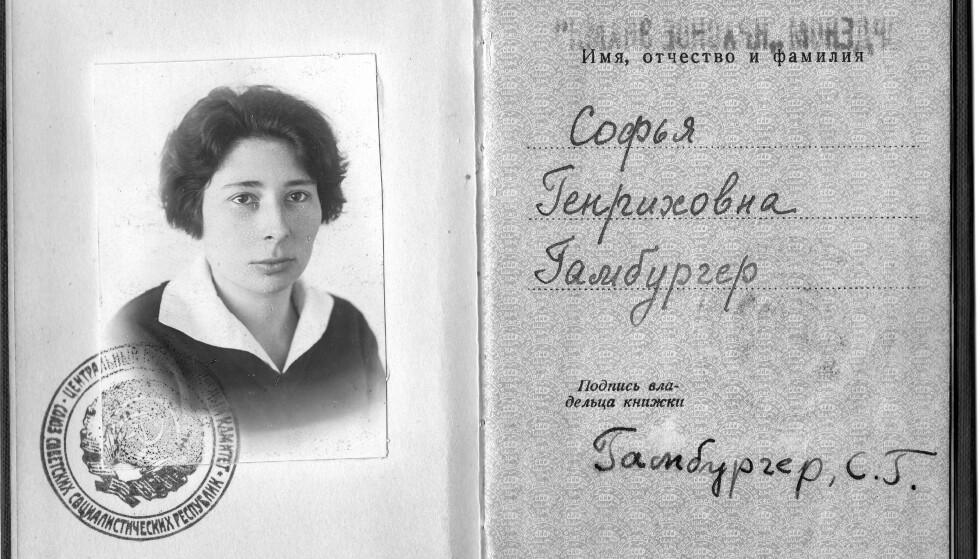 DEKORERT: Ursula ble tildelt diplom for Røde fane-ordenen i Kreml i 1937 under navnet Sophia Genrikova Gamburger. Foto: Boka «Agent Sonya»/Kagge Forlag.