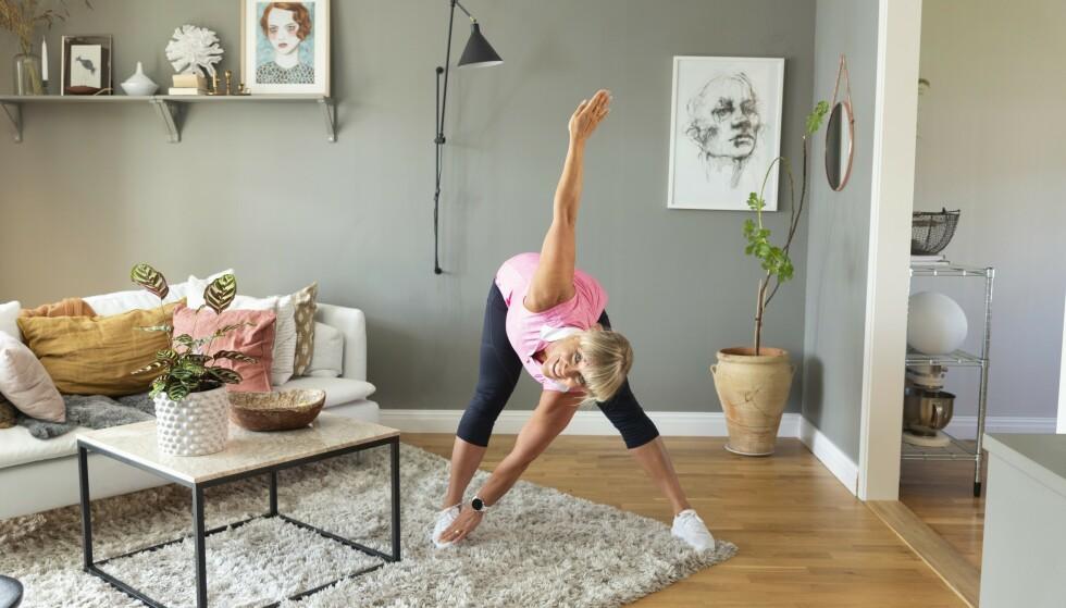 VINDMØLLEN, TYNGRE: Hold lengre og lengre ned på foten, gjør samme bevegelse som beskrevet over. Sofia Åhman Foto: Johanna Bengtsson