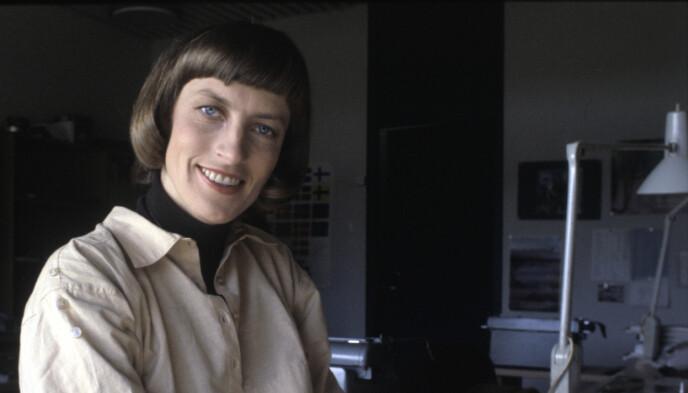 HISTORISK: Sportsjournalist Karen Marie Ellefsen i Sportsrevyen i NRK i 1978. Foto: Bjørn Sigurdsøn/NTB
