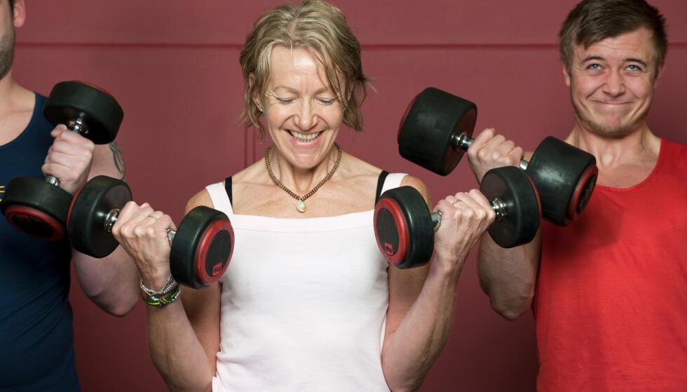Muskelsvinnet begynner allerede i førtiårene. Dermed blir det mer å holde ved like om du vil bevare styrken og dermed balansen som du vil ha god nytte av i tiårene som kommer. Illustrasjonsfoto: Shutterstock/NTB