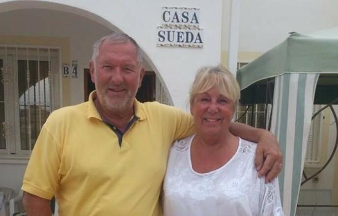 TRIVES I VARMEN: Torill og hennes svenske mann Hans tilbringer hele vinteren i Spania. Siden de er bosatt i Sverige, kan de være der også nå. Svenske myndigheter har nemlig ikke frarådet innbyggerne sine å reise ut av landet. Foto: Privat