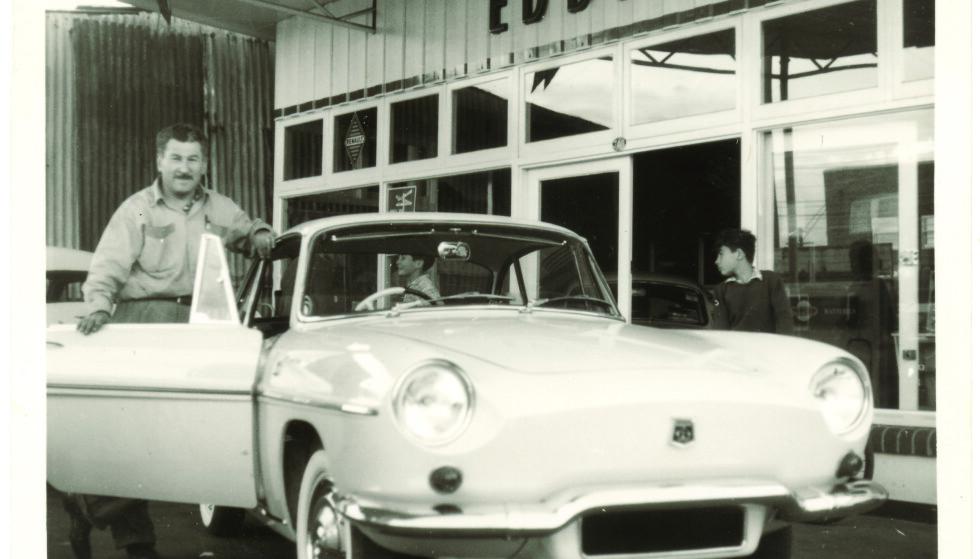 NY START: I Australia startet Eddie og familien et nytt liv. Han åpnet bensinstasjonen Mascot på 1950-tallet. Foto: Privat