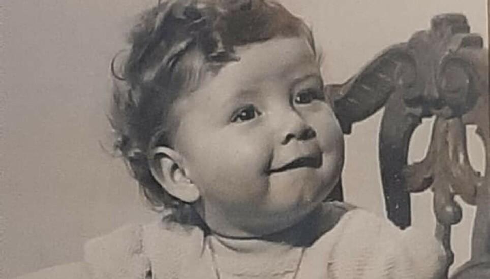 EN AV 444: Christin Holm var et av 444 spedbarn som ble født hos en jordmor på Mysen. Hun forteller om en god oppvekst hos fantastiske adoptivforeldre, men det har alltid vært vanskelig å leve med egen historie. Foto: Privat