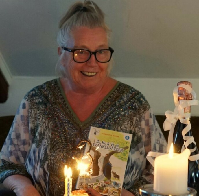 ADOPSJONEN PREGET LIVET: Christin Holm (69), også kjent med kunstnernavnet «Tante Propell», forteller at hun gjennom sitt virke som teaterpedagog, manusforfatter og barnebokforfatter har fått bevist at hun duger og at hun ikke er her forgjeves. Foto: Privat