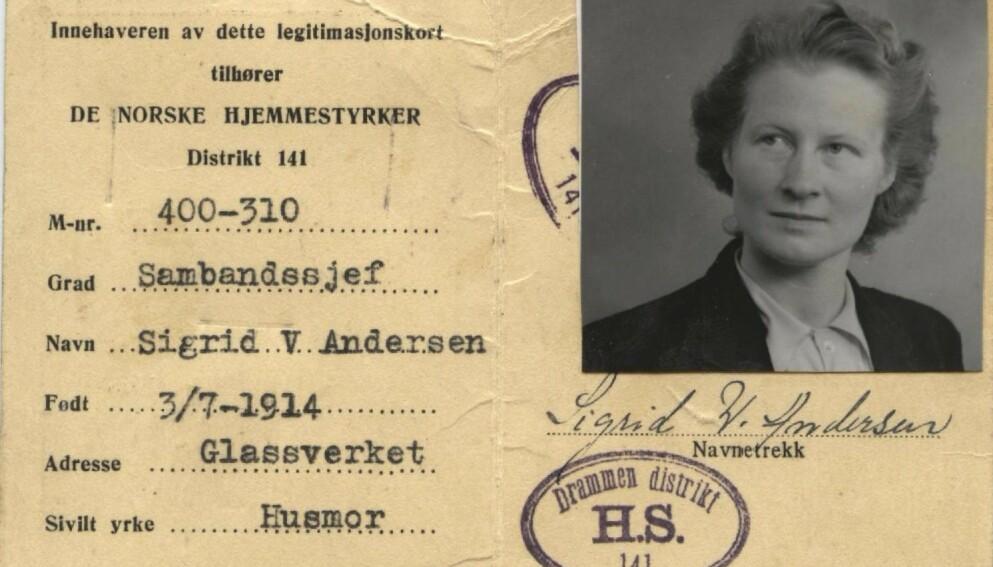 KONTRAST: Identitetskortet viser kontrastene i Sigrid Wiborg Andersens og andre kvinners liv under okkupasjonsårene. Hun var sambandssjef - og husmor. Etter krigen ble det vanskelig for kvinnene å snakke om innsatsen de hadde gjort. Foto: Privat