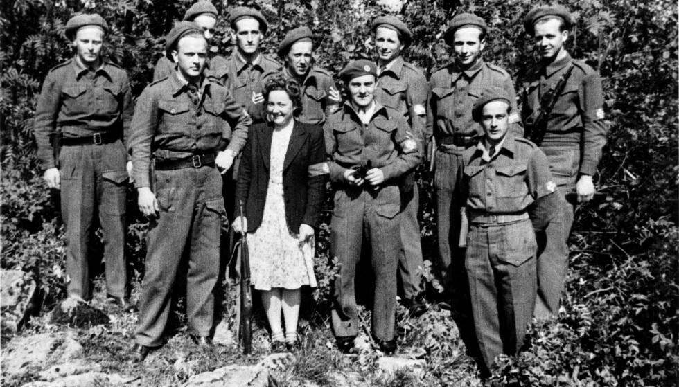 TREFFSIKKER SKYTTER: Sigrid Nitter Rugesæter viste seg som en svært treffsikker skytter som del av Milorg-gruppen D203. Men noen uniform fikk hun aldri. Og først i 1995 fortalte Sigrid Nitter Baalsrud, som hun da het, hva hun gjorde i krigsårene. Fem år etter fikk hun deltakermedaljen. Hun døde i 2013, 92 år gammel.Foto: Fylkesarkivet i Vestland/Aschehoug