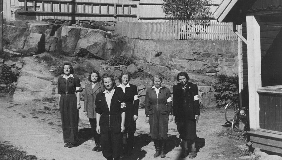 LEDER: Sigrid Wiborg Andersen (foran) fikk mot slutten av okkupasjonstiden ansvar for å lede og trene opp en Milorg-gruppe bestående av kvinner. Foto: Privat/Aschehoug