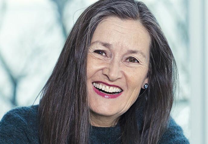 SJOKKERENDE. Psykolog Sissel Gran ble sjokkert da hun så «sin egen mor» i butikkvinduet. – Det er en underlig erfaring å få øye på seg selv utenfra, i kontrast til det bildet vi bærer på av en annen – denne andre der inne, som også er oss selv, sier hun. Foto: Astrid Waller