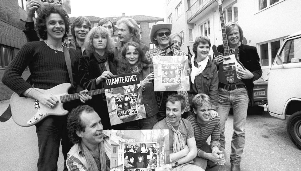 """I SIVIL: Tramteatret fotografert i forbindelse med lansering av plata """"Tramteatret """" 5. mai 1982. Melodiene var i hovedsak hentet fra forestillingen """"Det enkleste er pistol"""". Foto: NTB"""