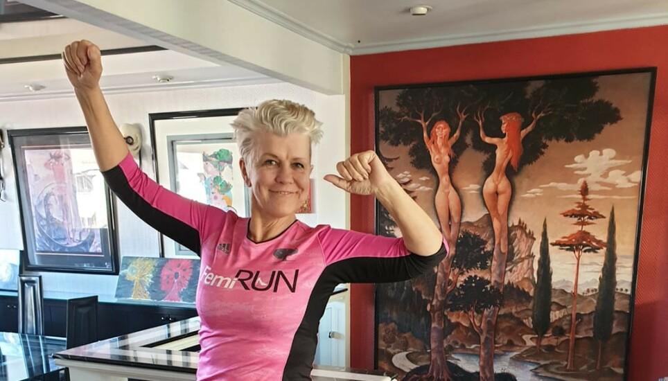 STERK I MOTBAKKE: Vibeke Beathe Bjerg (59) har hatt et klart mål om å skape sin egen lykke. - Motbakkene har gjort meg sterkere, sier hun. Foto: Privat