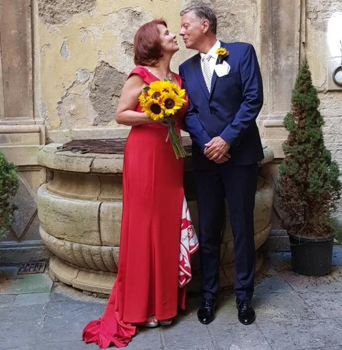 GODE OG ONDE DAGER: Vibeke fant kjærligheten på nytt i Aage etter at hun ble operert for første gang i 2013. I 2018 giftet de seg i Toscana. Foto: Privat