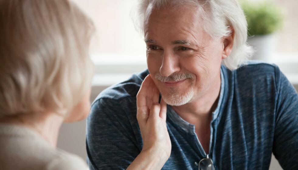 Kona synes det er leit å tenke på at sexlivet kanskje er over. Mannen mener det følger med alderen. Illustrasjonsfoto: Shutterstock/NTB