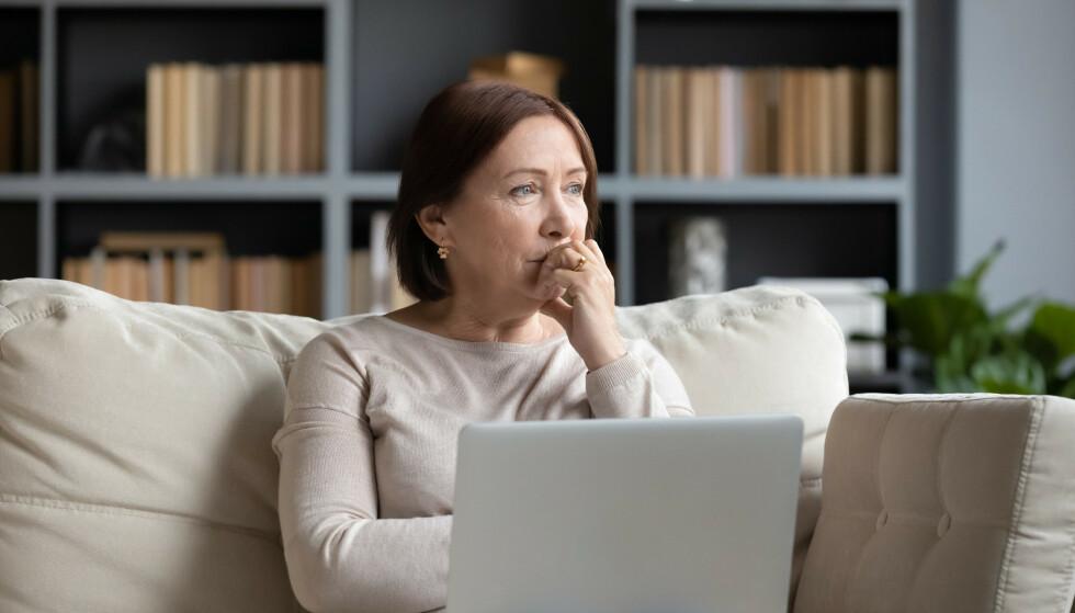 MYE I HODET: Sliter du med å være tilstede i nuet og bruker unødvendig mye tid på å la ugjorte oppgaver kverne i hodet? Foto: NTB Shutterstock
