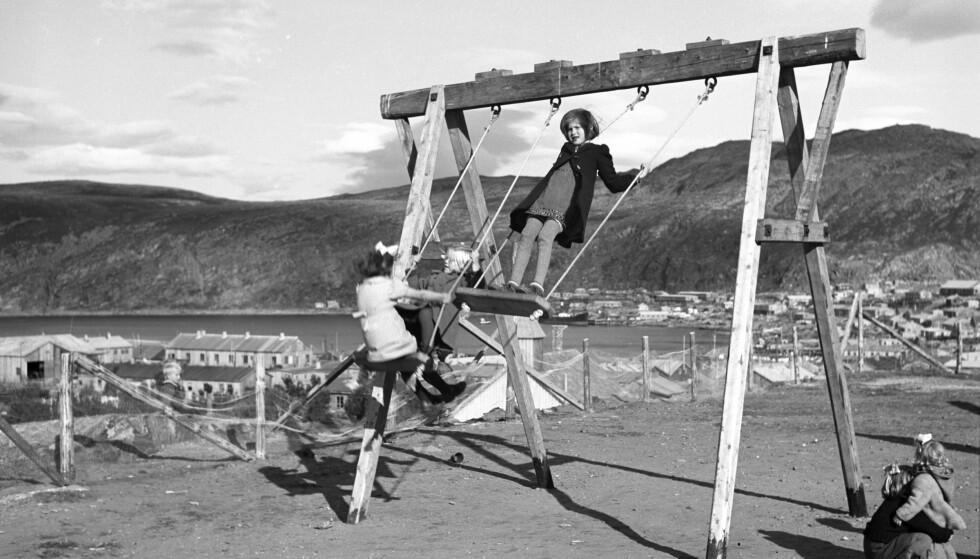 LEK ETTER KRIGEN: I 1946, rett etter andre verdenskrig, ble 20 til 50 barn passet på av kun to kvinner i en barnehage i Hammerfest. Foto: NTB
