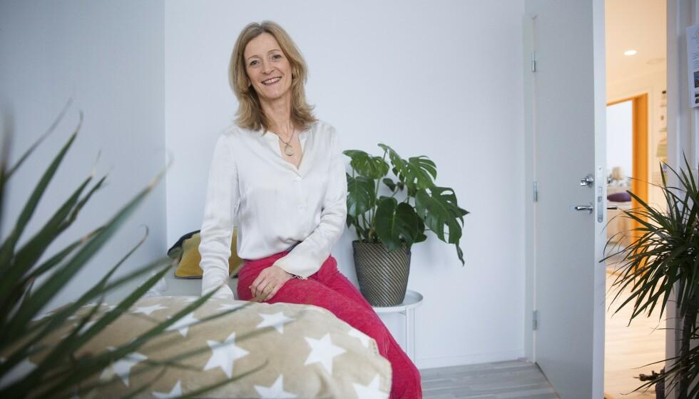 Erfaren coach: Trude har jobbet som coach i 20 år. Fra kontoret på Frysja i Oslo hjelper hun mennesker til å finne balanse i livet. – I våre hastige liv er det balanse som mangler. Vi gjør og gjør, men slapper ikke av, sier hun. Foto: Sverre Chr. Jarild