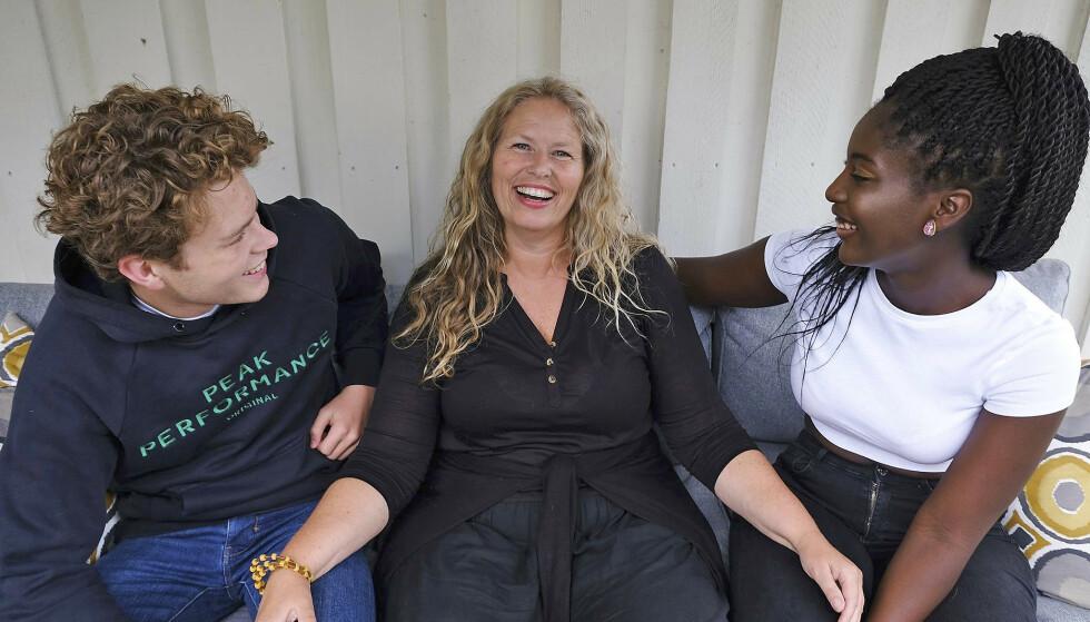 GIR TIL FOSTERHJEM. Tone Granaas sammen med sønnen Theodor og fosterdatteren Elizabeth. Foto: Privat